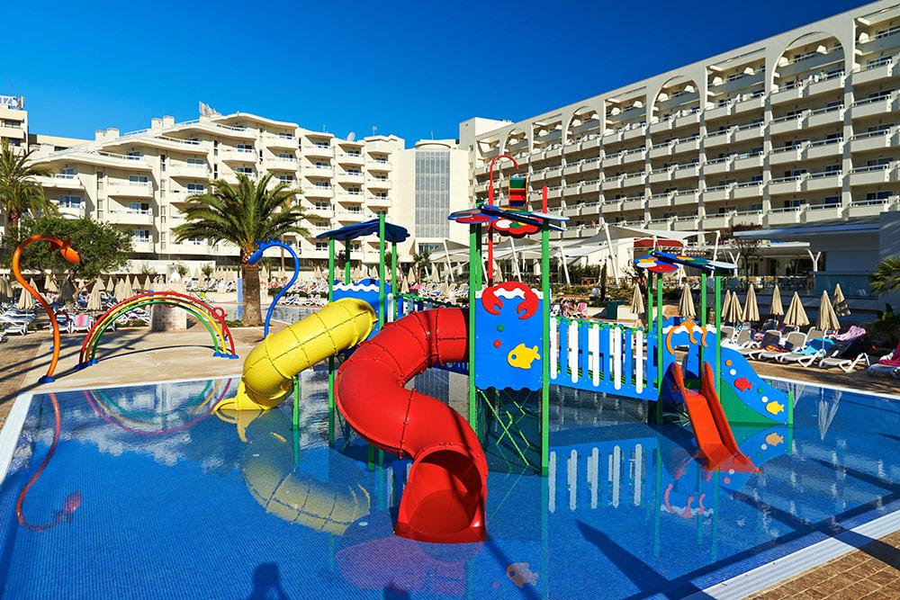 Lunares viajeros los 10 mejores hoteles en espa a para ir con ni os - Hoteles con piscina climatizada para ir con ninos ...