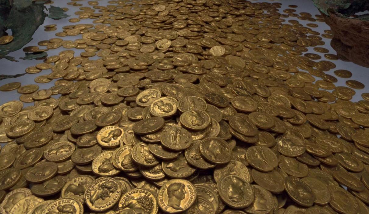Самый большой клад древнеримскихзолотых монет - сокровища и.