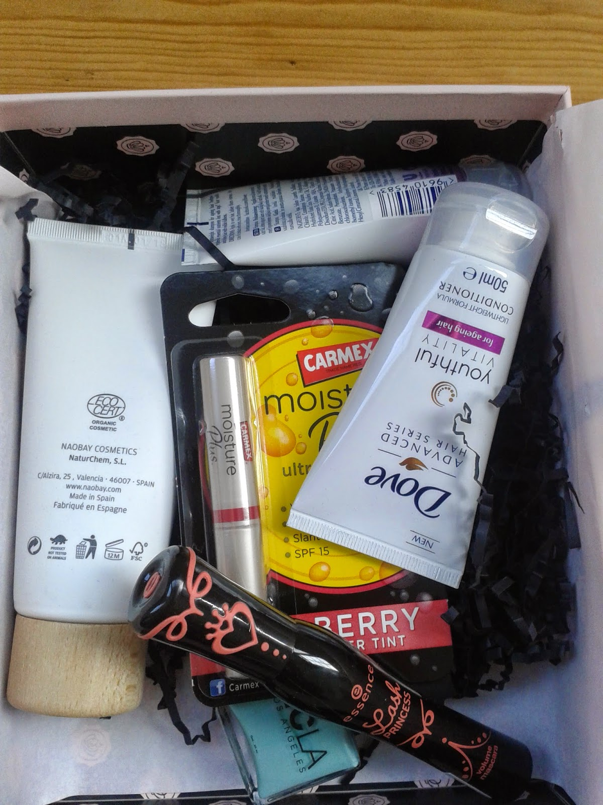 Inside the March Glossybox