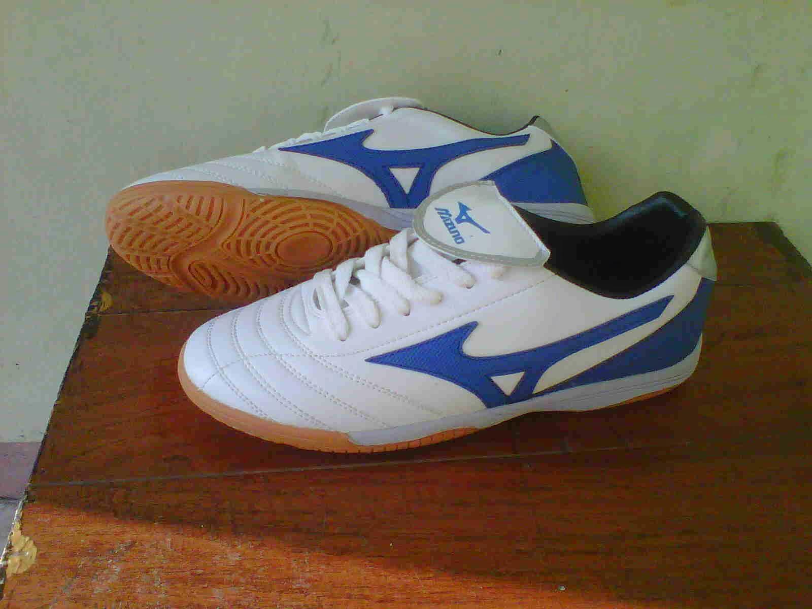 Grosir Sepatu Futsal Murah Berkualitas Agustus 2014 Mizuno  Ber Kualitas Putih Biru