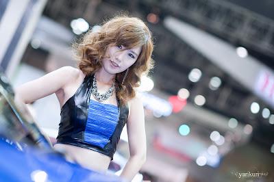 Song Ji Na - Sexy Blue Car Model