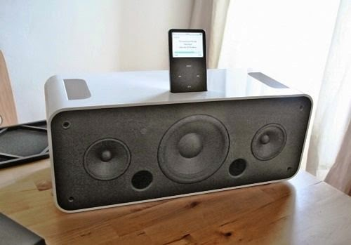 Lançado como acessório do iPod, o iPod Hi-Fi não foi recebido bem pelo fãs porque já haviam bons concorrentes no mercado