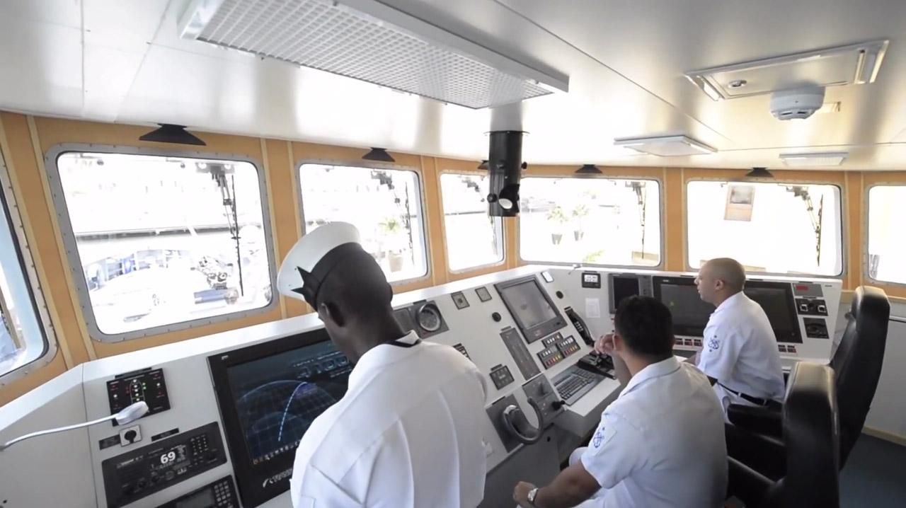 Puente de mando de la ARC Punta Espada, una patrullera de costa CPV-46 fabricada por COTECMAR.