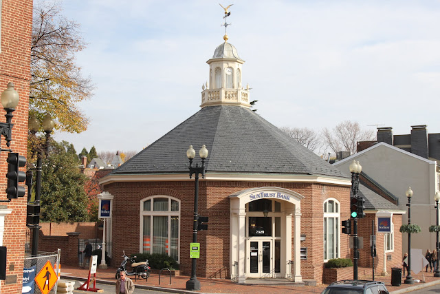 Sun Trust Bank is situated within Georgetown Park in Washington DC, USA