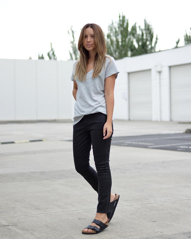 Birkenstocks jeans t-shirt