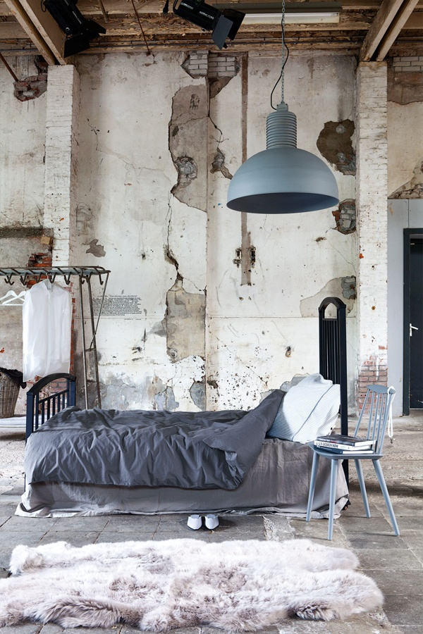 Industrial Wall Decor Ideas : Industrial chic bedroom bed lighting decor design frog