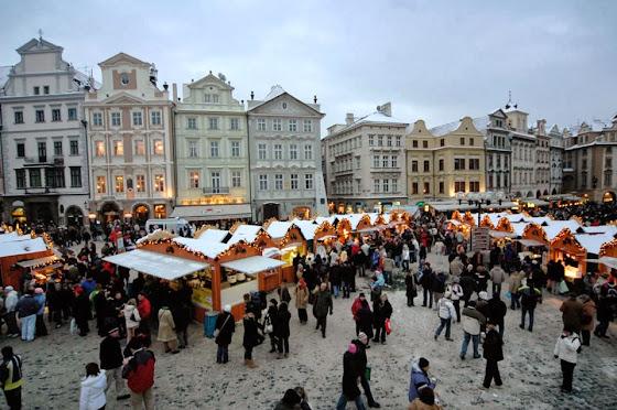 Weihnachtsmarkt im Altstädter Ring in Prag