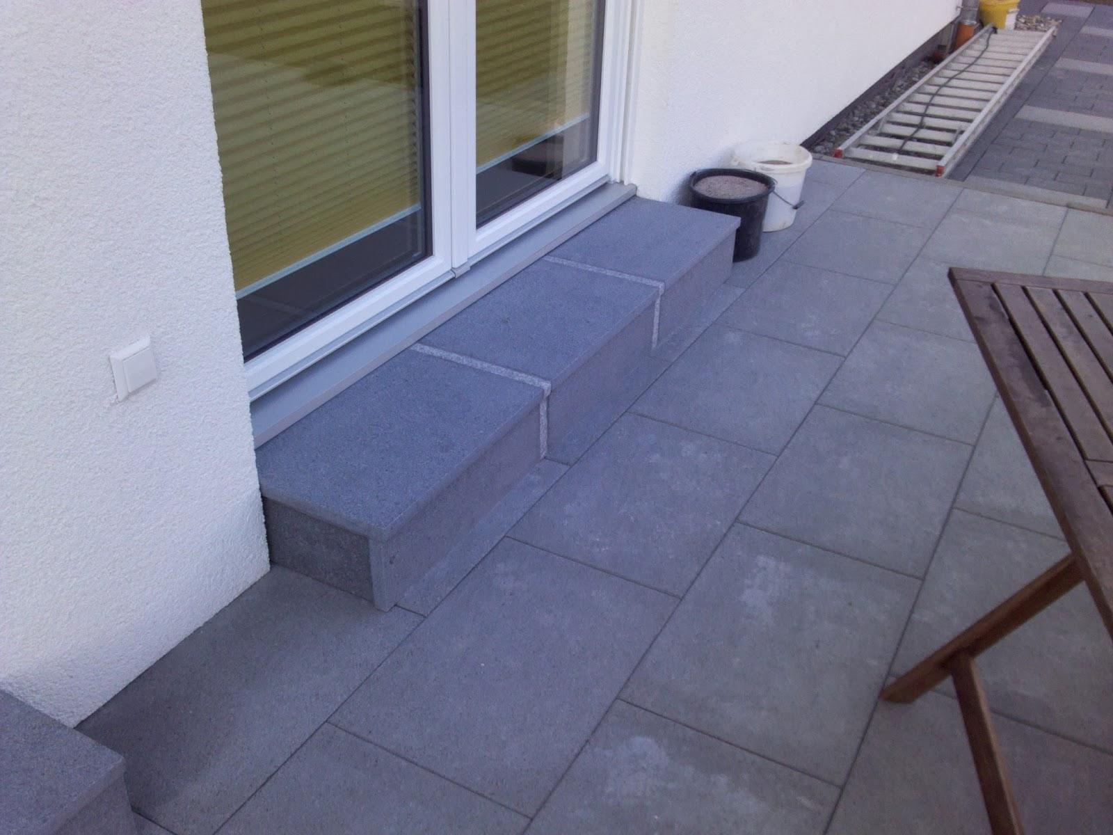 unser hausbau mit okal: treppenstufen auf terrasse belegt