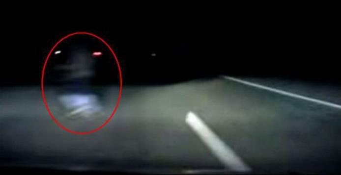 Ανατριχιαστικό βίντεο: Οδηγός αποφεύγει… φάντασμα την τελευταία στιγμή!