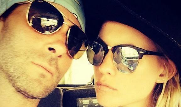 Adam Levine foto selfine bareng istri