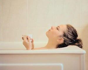 Mengatasi insomnia dengan mandi air hangat