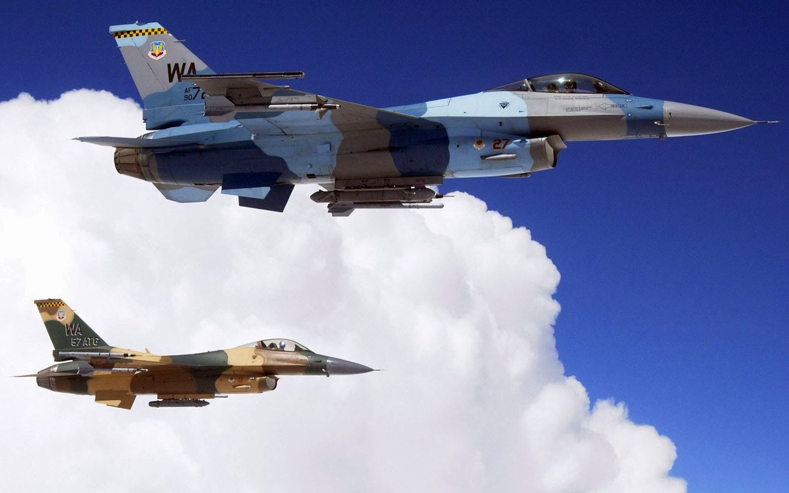 Wallpapers: General Dynamics F-16 Fighting Falcon Wallpapers