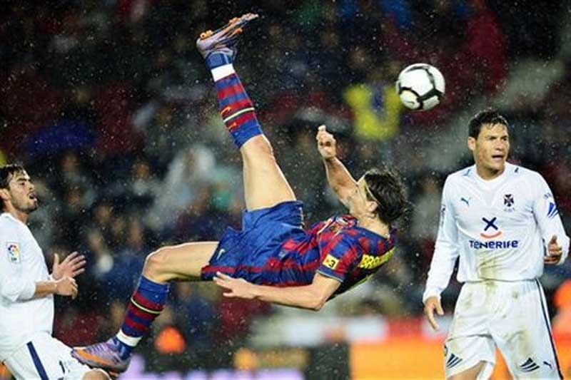 kicking a ball with the air spinning technique of lionel messiMessi Bicycle Kick Wallpaper