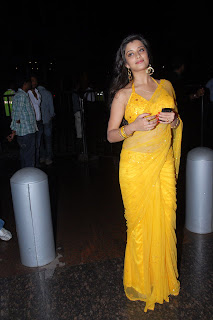 Telugu+actress+Madhurima+Yellow+Saree004 Telugu Actress Madhurima in Yellow Saree Photo Gallery
