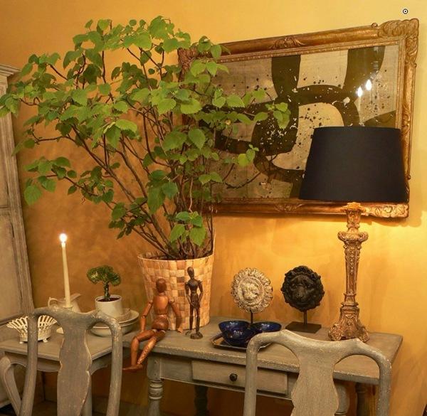 BOISERIE & C.: Ocra gialli sfumati alle pareti
