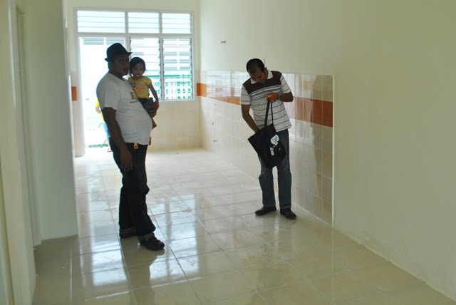 Zal tiba di rumah pelanggan di daerah Jenjarom, Selangor.