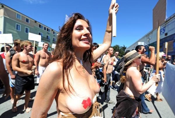 фото протест девушек за то чтобы ходить с обнаженной грудью