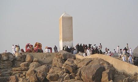 Jabal Rahmah Bukit  Berbatu di padang Arafah