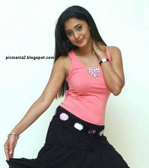 Kanika sexy cleavege  gallery