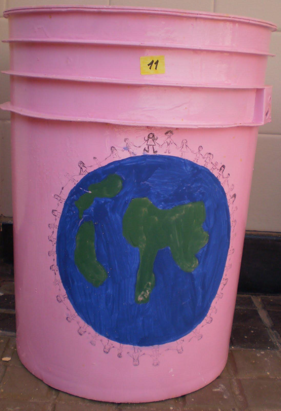 Fotos de cestos de basura que participaron del concurso La basura en
