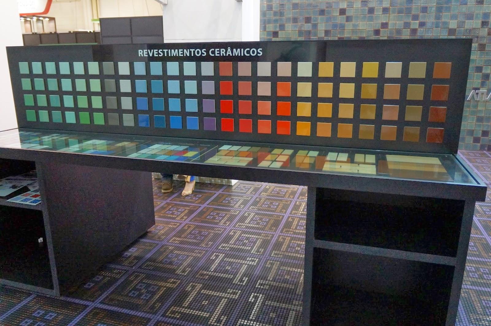 revestimentos cerâmicos em variadas cores e tons - empresa Atlas - Expo Revestir 2014