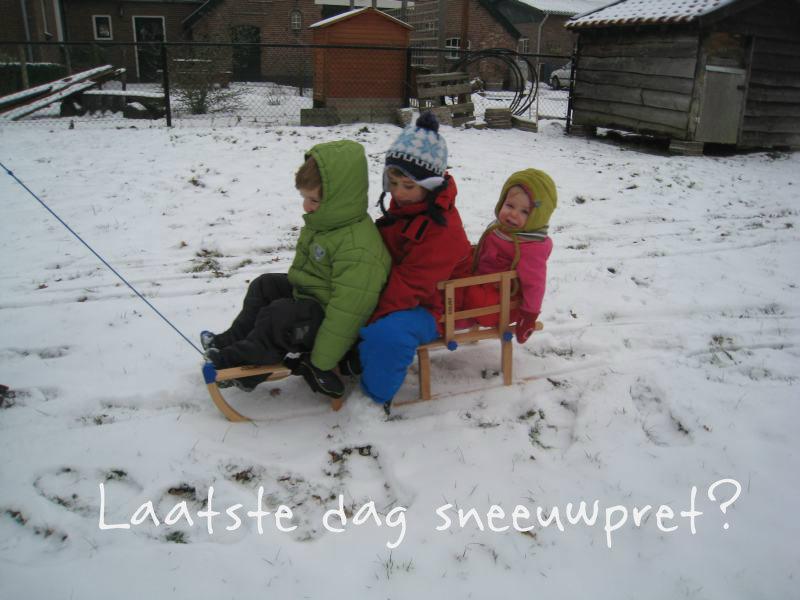 Op de slee genieten van de sneeuw, sneeuwpret!