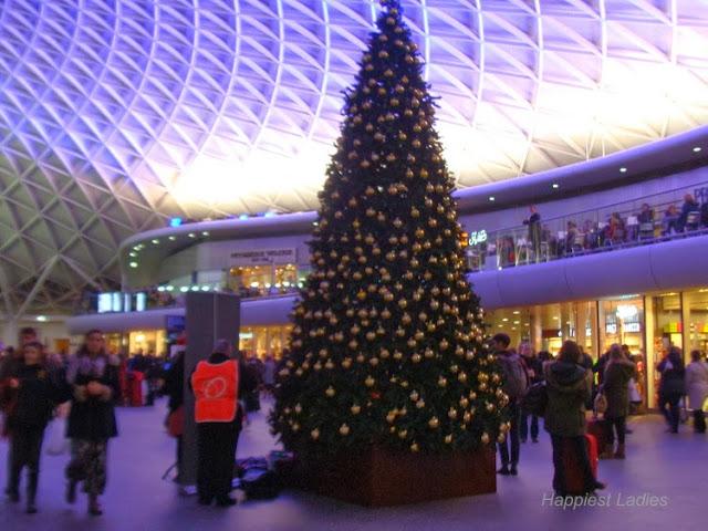 king's cross station christmas tree