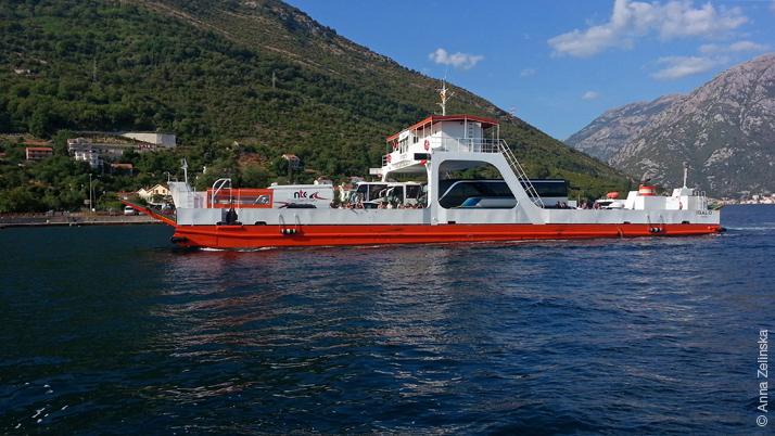 Паром через Боко-Которский залив, Черногория