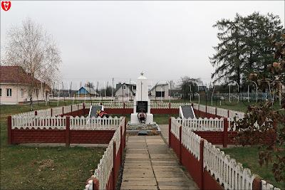 Столовичи. Памятник партизанам, погибшим в Великую отечественную войну