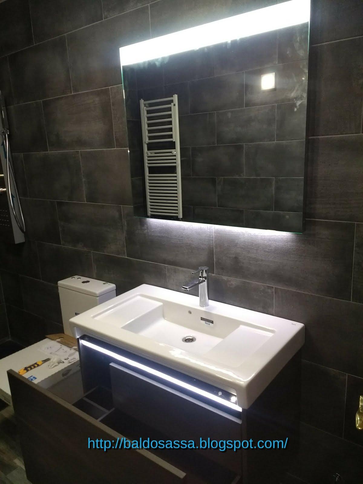 Mueble lavabo con luz , radio y conexión bluetooth