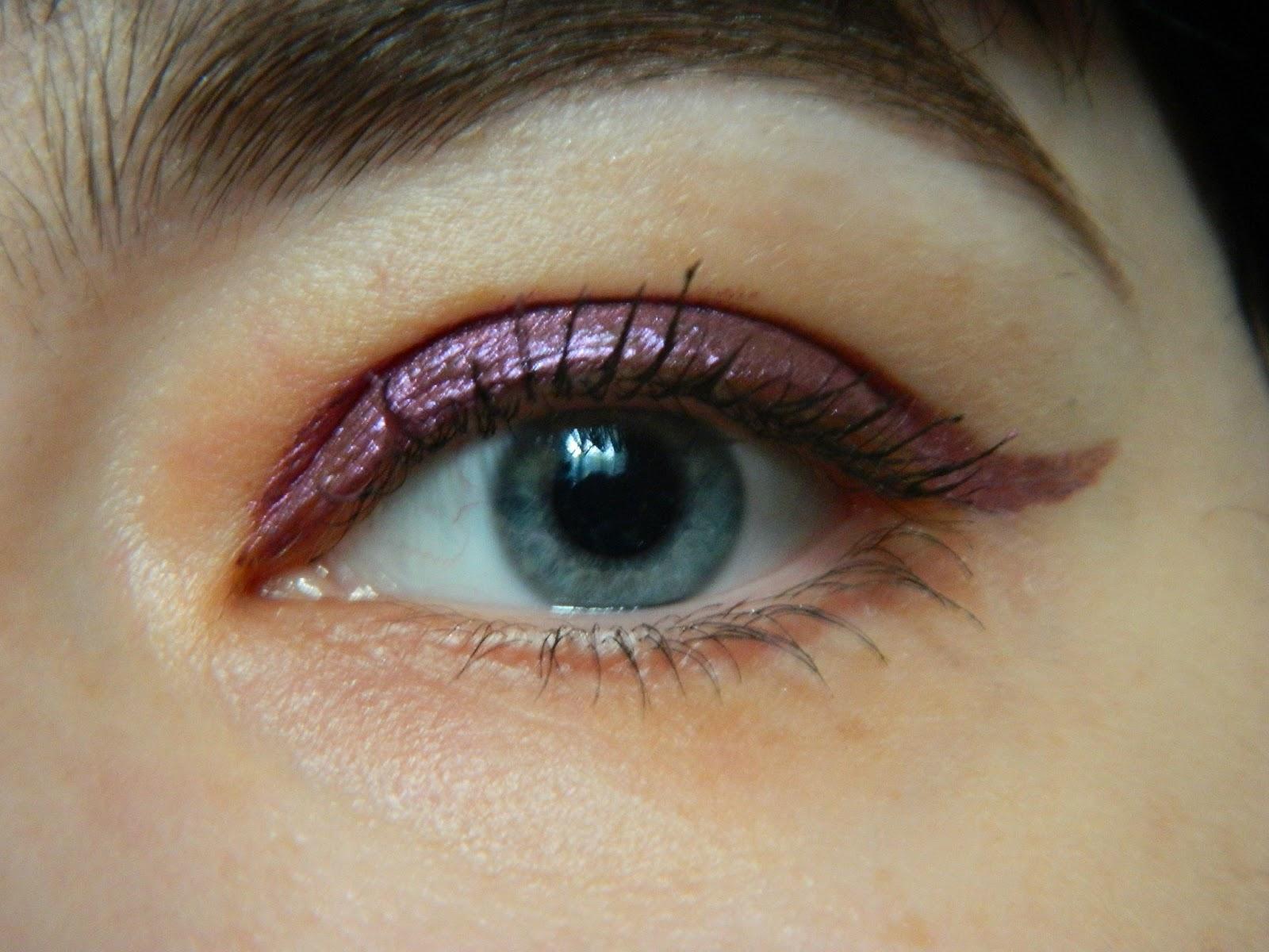 Теперь что касается самих теней. Я выбрала очень красивый оттенок 275  Cosmic  красновато-фиолетовый. Пользоваться продуктом легко  нанести с  помощью плотно ... 081905632cdda