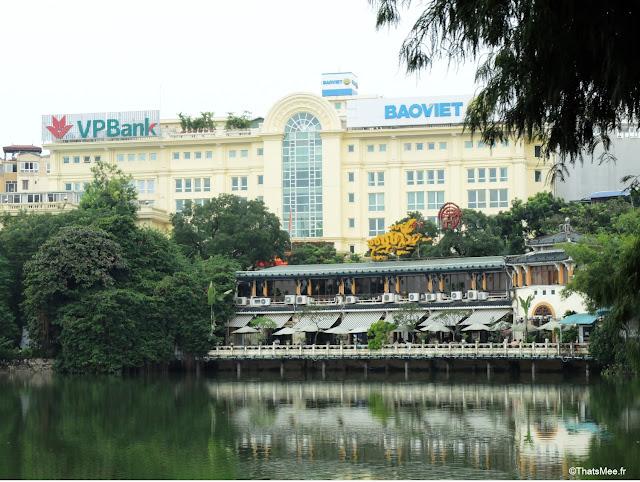 resto chic berges bord du lac Hanoi Vietnam