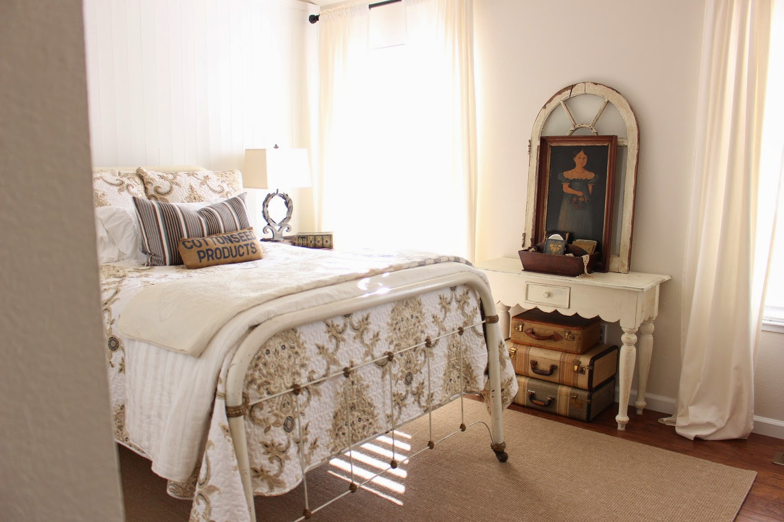 Sweet cottage dreams farmhouse style guest room for Farmhouse style bed