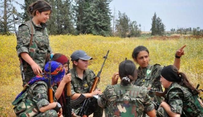 Pejuang wanita Kurdi di kota Qamishli