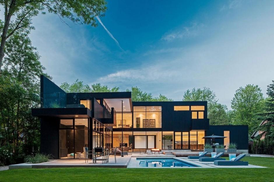 storey modern home in Ontario, Canada