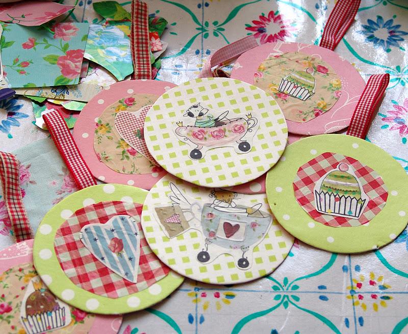 Lalibelula decoracion navide a con papeles de ikea for Decoracion papeles