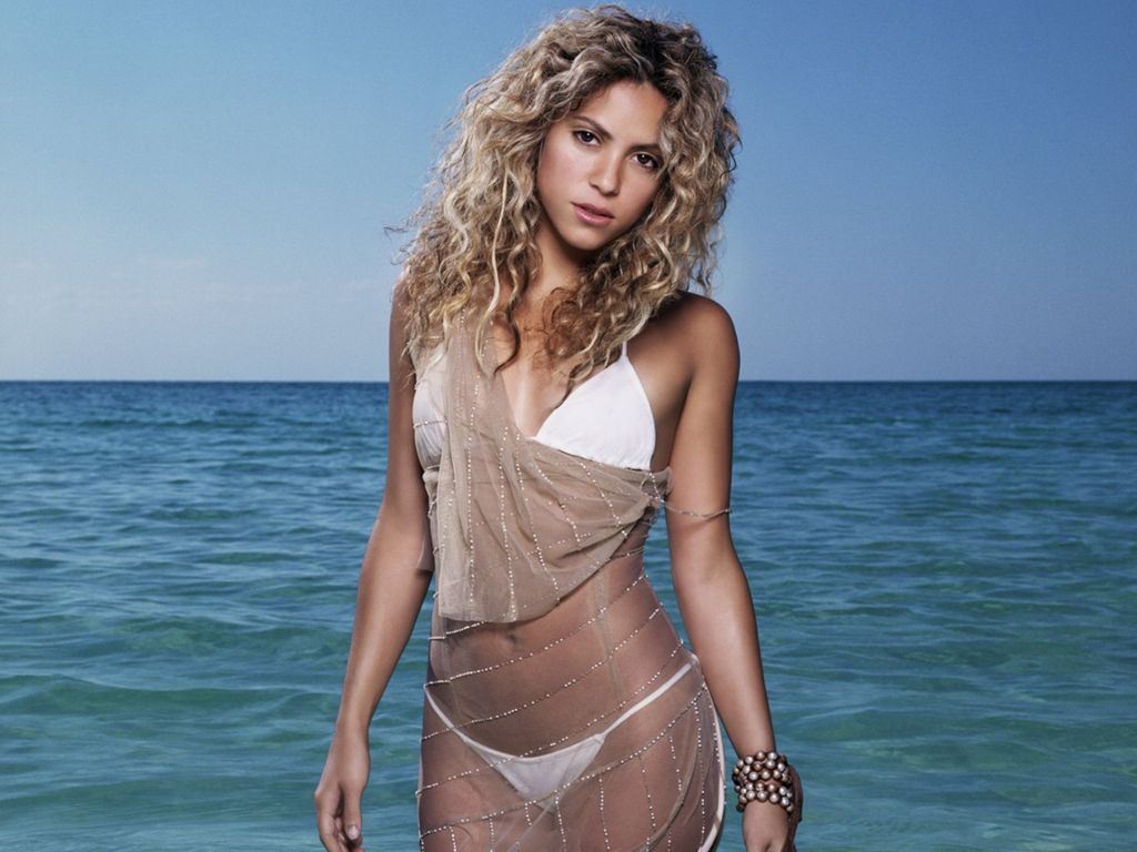 Shakira hot bikini sounds tempting