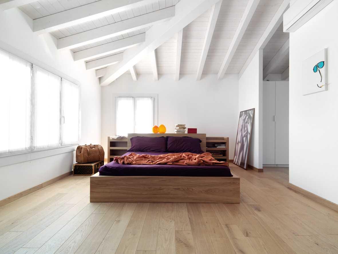 Open space minimalista restyling appartamento anni 39 50 simona basili architetto milano - Legno sbiancato tetto ...