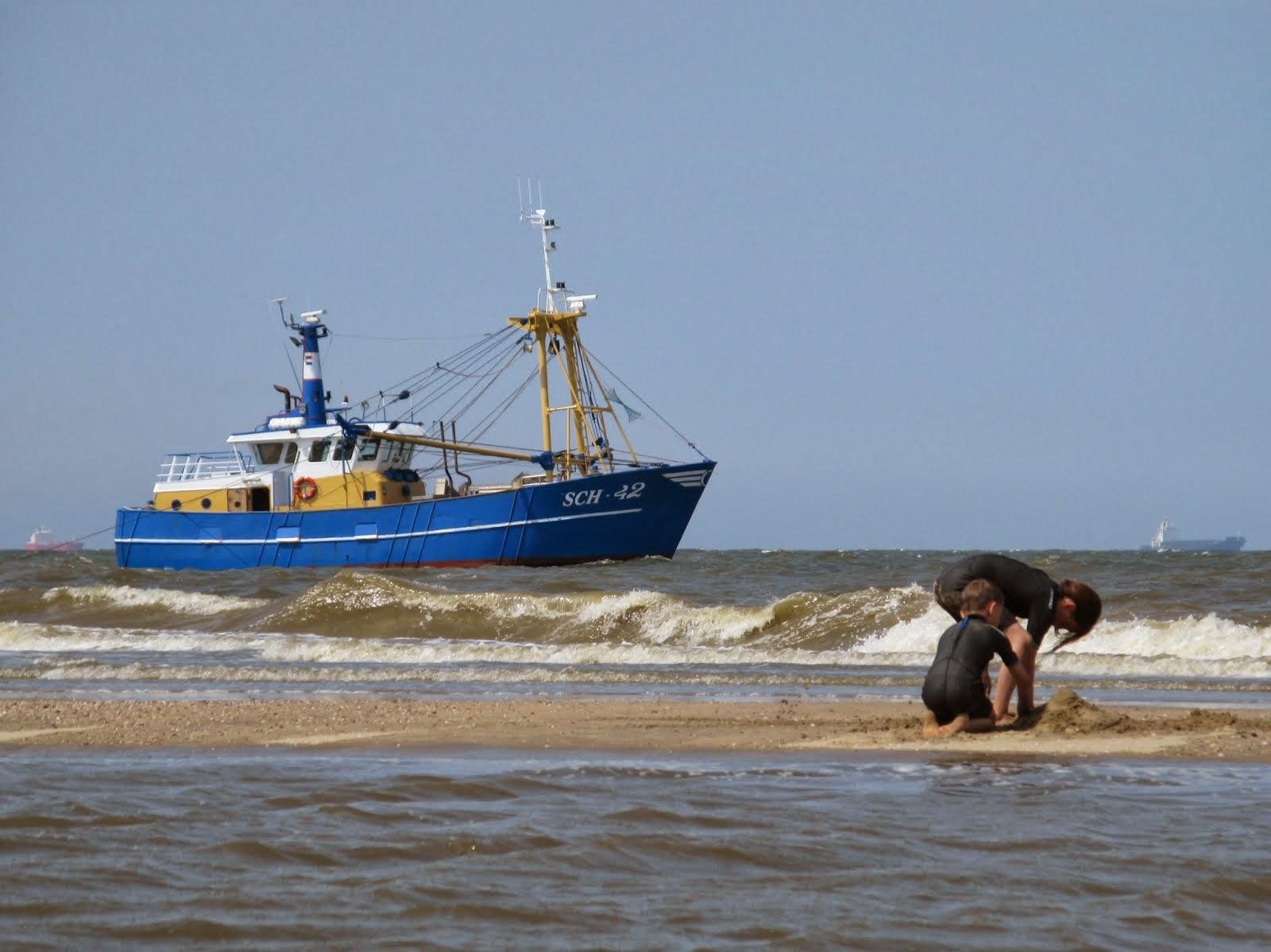 Schepen voor de kust van Katwijk