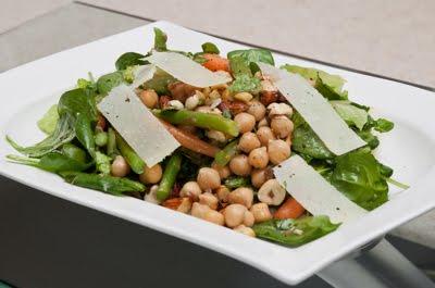 les recettes d 39 milie salade repas aux noisettes et aux pois chiches. Black Bedroom Furniture Sets. Home Design Ideas