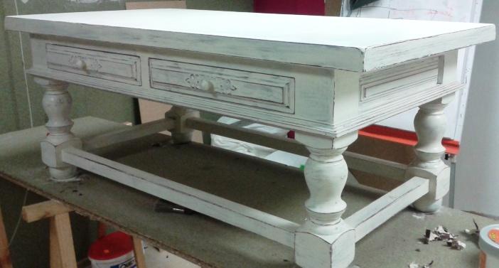 Peinture sur meuble relooking table de salon ch ne vernis cours de for Peinture relooking v