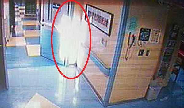 """""""Thiên thần"""" tới thăm bé gái đang hấp hối được ghi lại trên camera an ninh"""