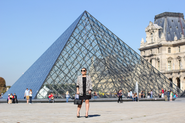 look of the day in front of the louvre pyramid