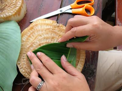 Making the krathong