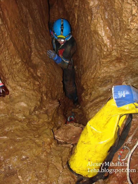 На дне пещера Профсоюзная.