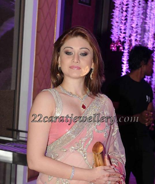 Bollywood actress Shefali Zariwala in designer diamond bridal necklace