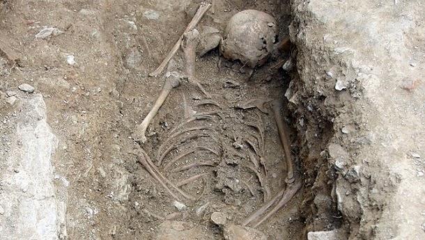 Descoberto esqueleto de possível bruxa
