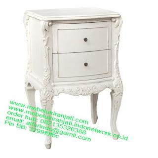 nakas ukir jepara code NKSJ 116 nakas klasik cat putih model perancis mewah jepara