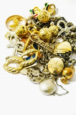 How to make fancy jewelry by yourself guest post moonshine and another trend is do it yourself jewelry both eco friendly and diy jewelry help us not only to find and create really original pieces but also to spare solutioingenieria Image collections