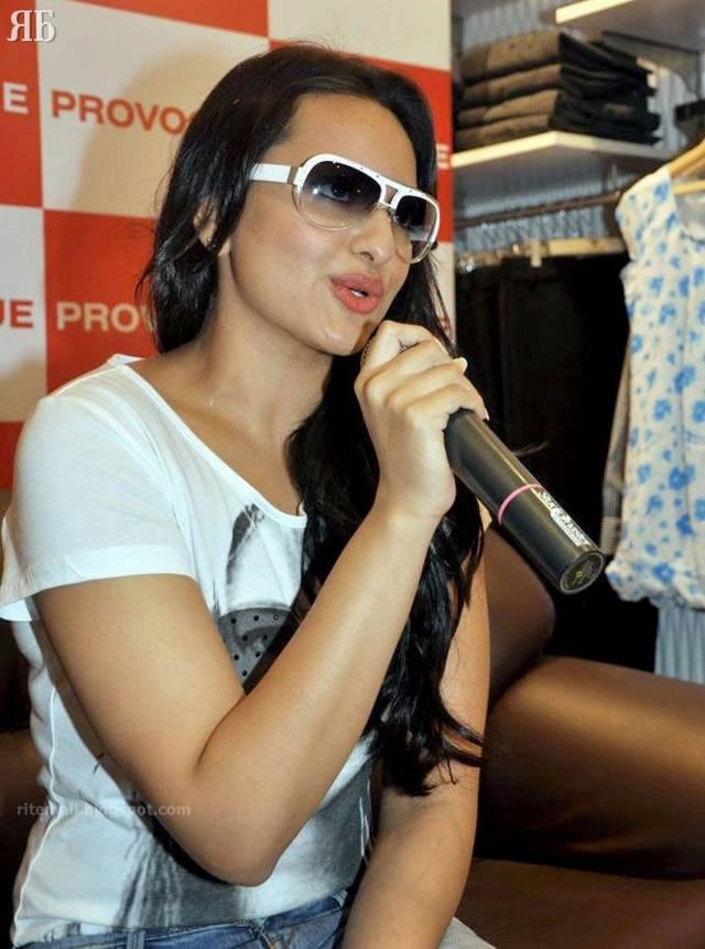 http://3.bp.blogspot.com/-2BP2Xu0LJW4/TaxE0nt67jI/AAAAAAAAf-Y/H4xJEXuAeX8/s1600/Sonakshi-Sinha-009.jpg